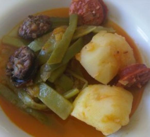 Cocinar en el vaso jud as verdes con patatas chorizo y for Cocinar judias verdes