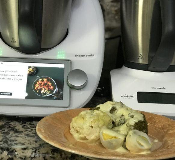 Coliflor y brócoli gratinados con sala de calabacin y yogur